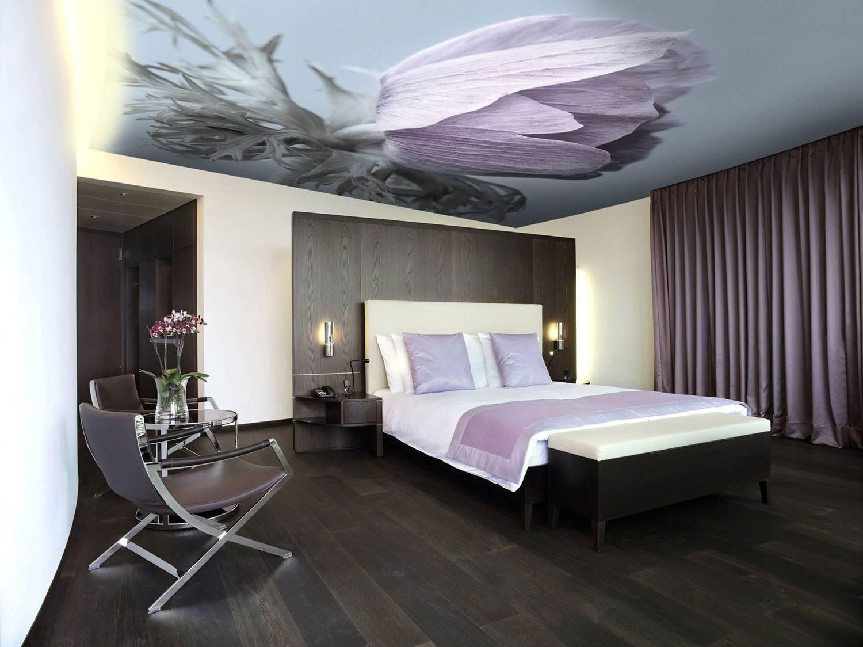 Натяжные потолки с рисунком: красивые примеры в интерьере