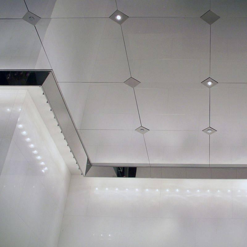 Зеркальный потолок в ванной (73 фото): натяжной зеркальный потолок, алюминиевые зеркальные панели и другие варианты