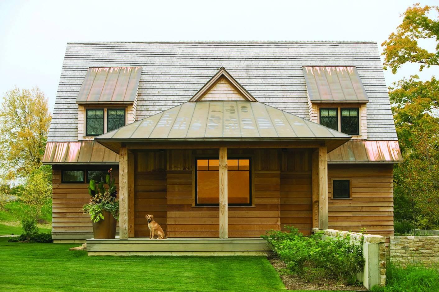 Красивые крыши частных домов: односкатные, двухскатные и другие виды, дизайн, видео и фото