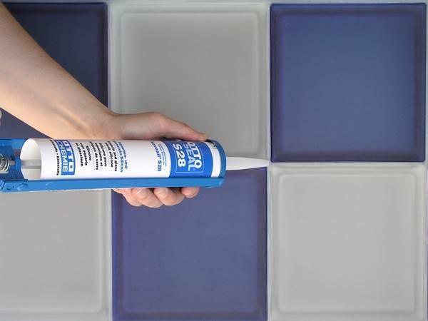 Прозрачный герметик: силиконовый универсальный и санитарный бесцветный клей для стекла, продукция «гермент» 280 мл.