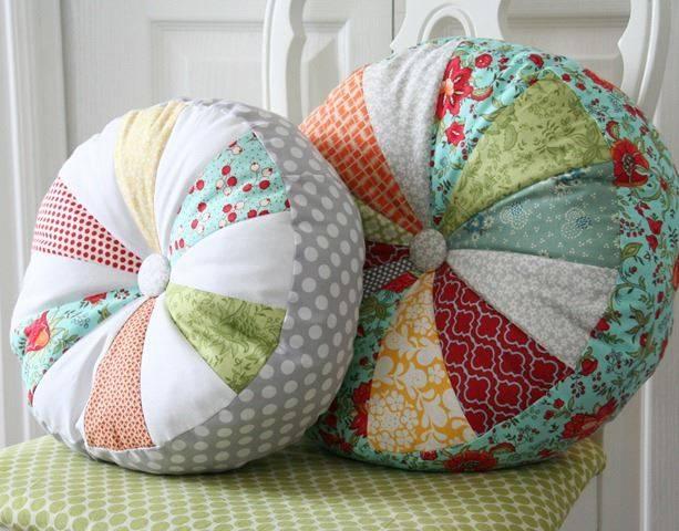 Диванные подушки, правила выбора, изготовление своими руками
