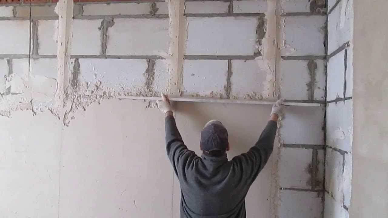 Штукатурка стен гипсовой штукатуркой своими руками - правила нанесения с видео