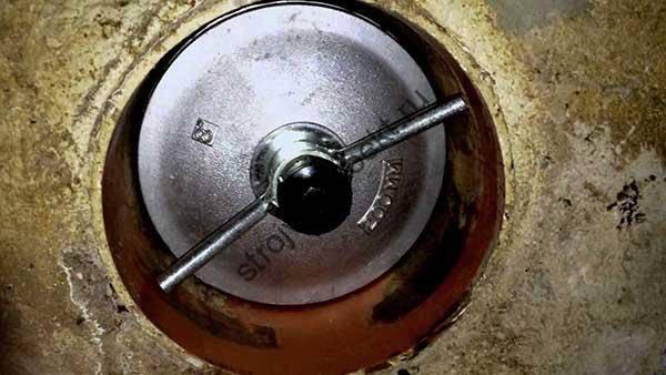 Установка заглушек на канализацию должникам