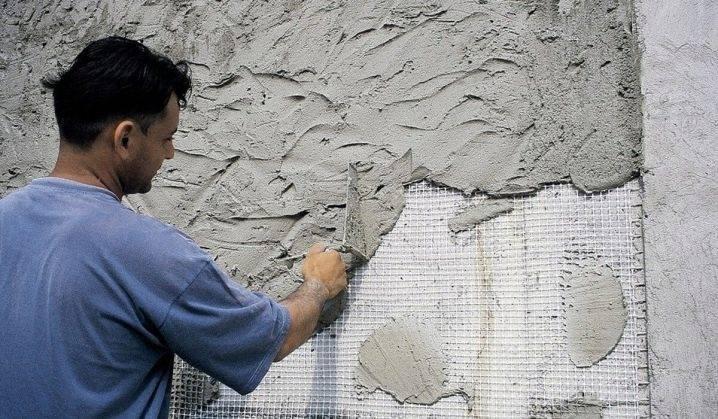Как долго высыхает гипсовая или известковая штукатурка после нанесения на стены, и можно ли ускорить такой процесс?