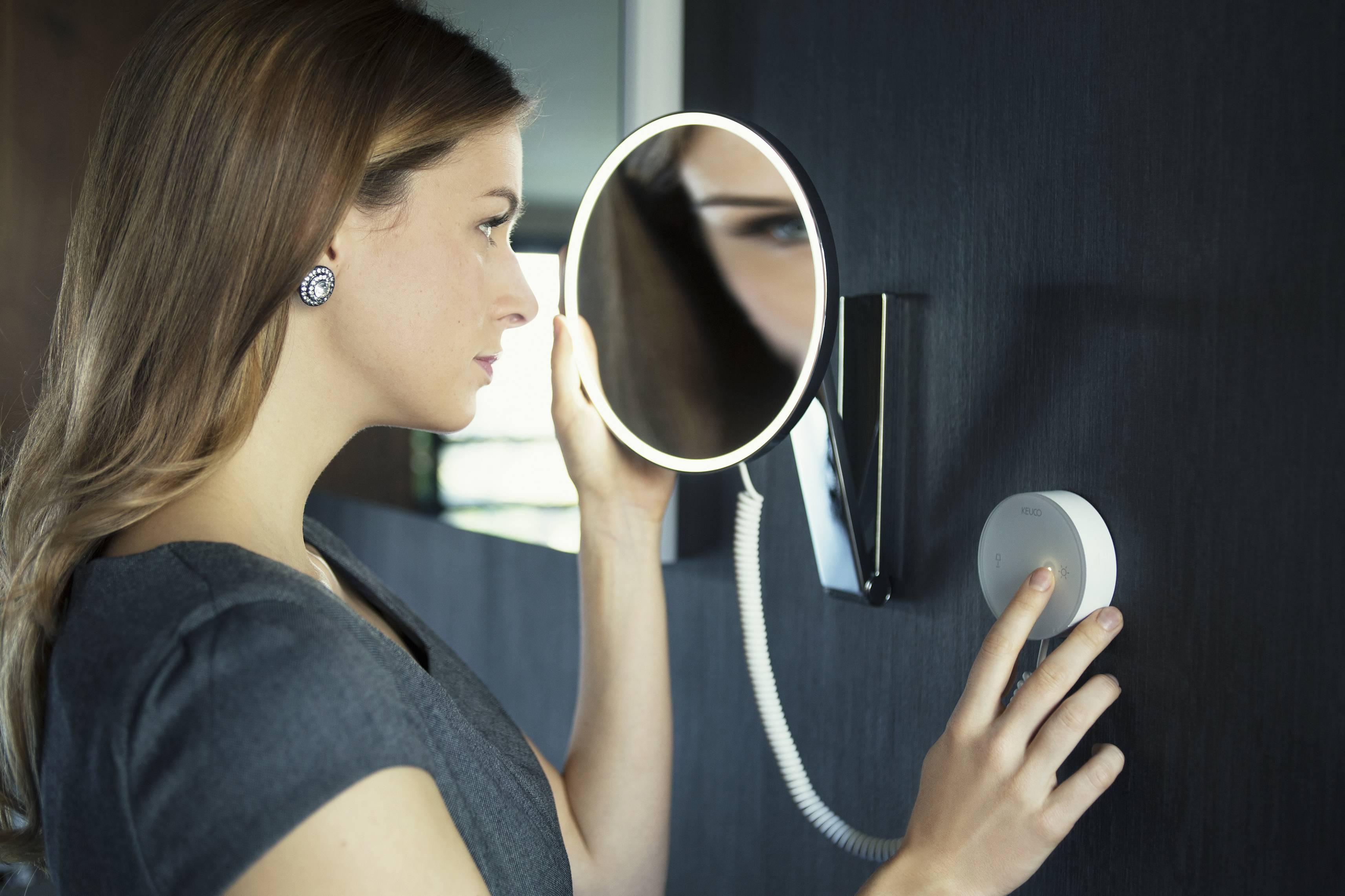 Топовые зеркала с подсветкой в ванную комнату и прихожую в 2021 году