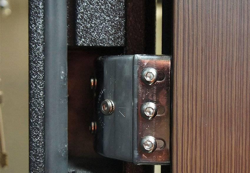 Виды проблем входной группы и их устранение, инструкции по этапам регулировки дверей из метала