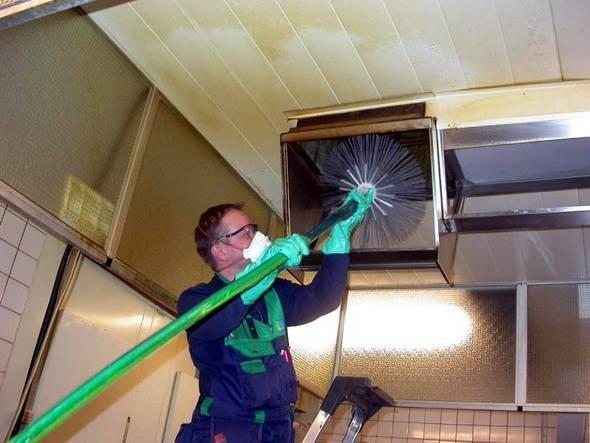Очистка вентиляции: особенности, задачи, инструкция по работе, материалы