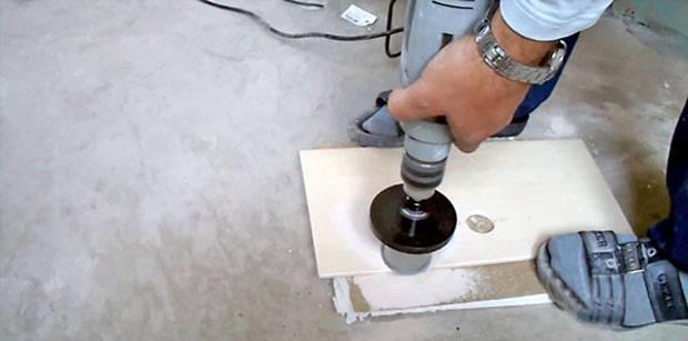 Как просверлить керамическую плитку и каким сверлом это лучше всего делать