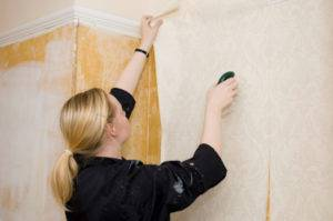 Подготовка потолка к поклейке обоев; оштукатуривание и грунтовка