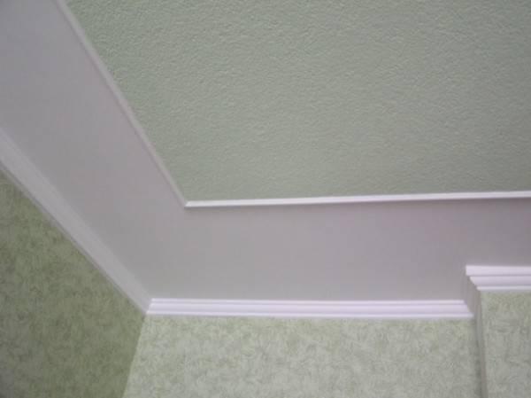 Как покрасить флизелиновые обои не под покраску: с рисунком, выбор краски