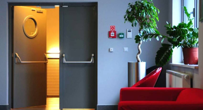 Металлические противопожарные двери: правила использования