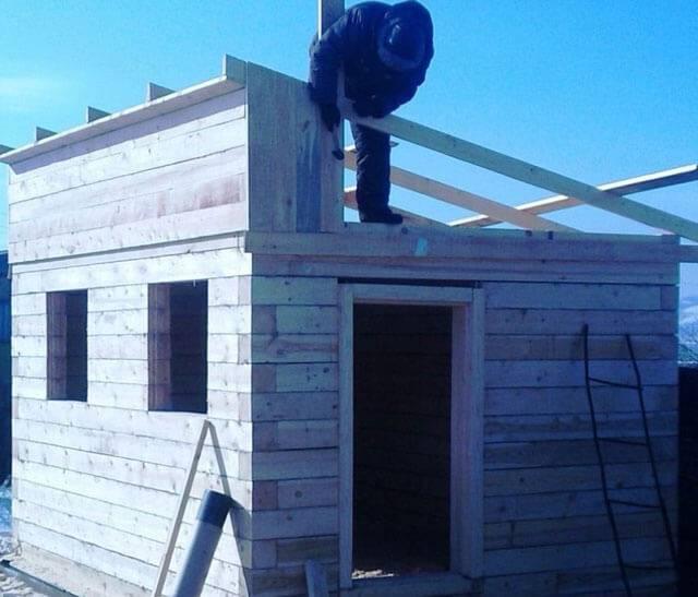 Как сделать односкатную крышу на бане – варианты строительства