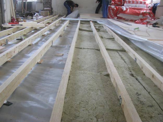 Как утеплить деревянный пол из досок своими руками