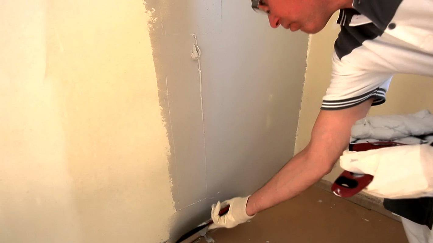 Учимся клеить виниловые обои на флизелиновой основе | строимдом