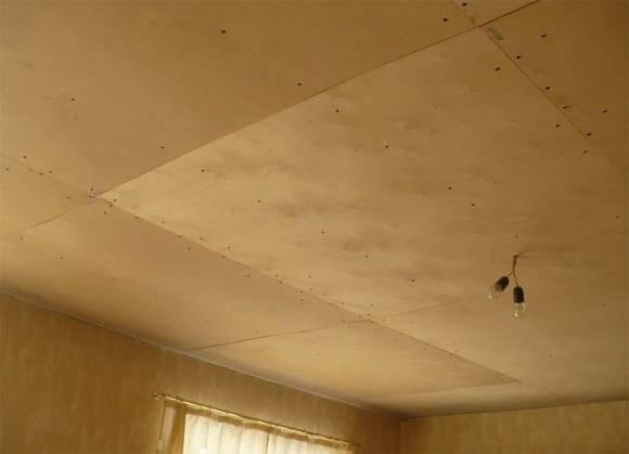 Как отделать потолок в деревянном доме?