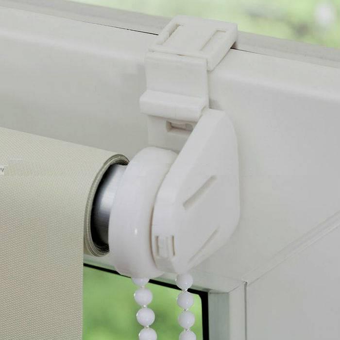 Как крепить рулонные шторы к стене: все доступные способы