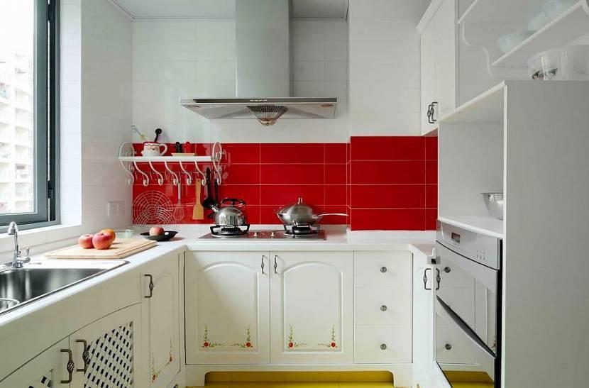 Фартуки для белых кухонь: разновидности и советы по выбору