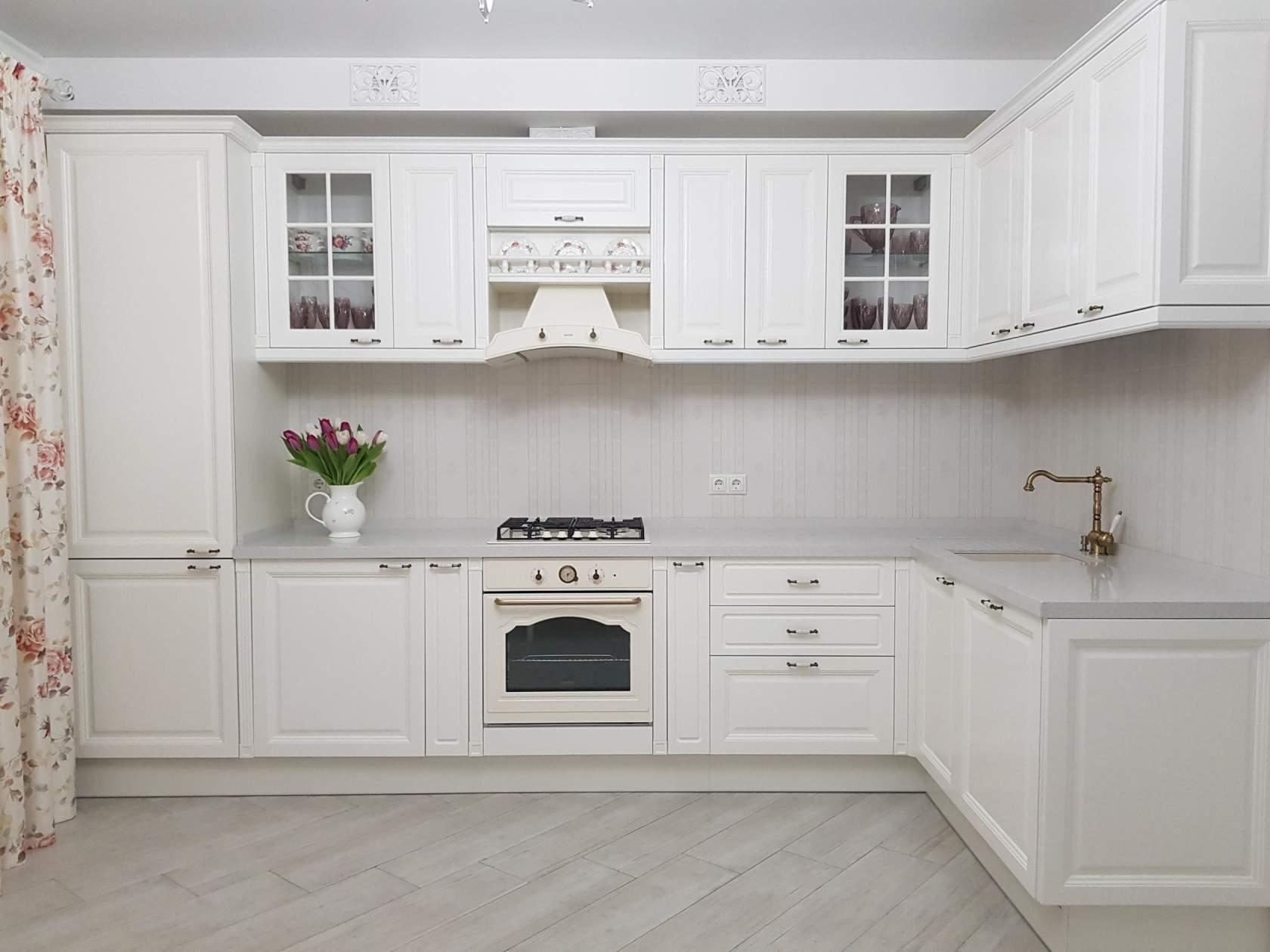Дизайн белой кухни + фото и примеры