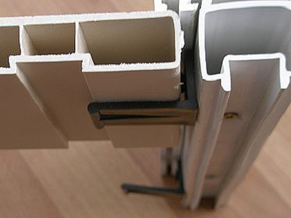Установка подоконника на балконе своими руками
