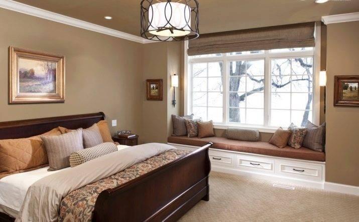 Дизайн спальни с окнами
