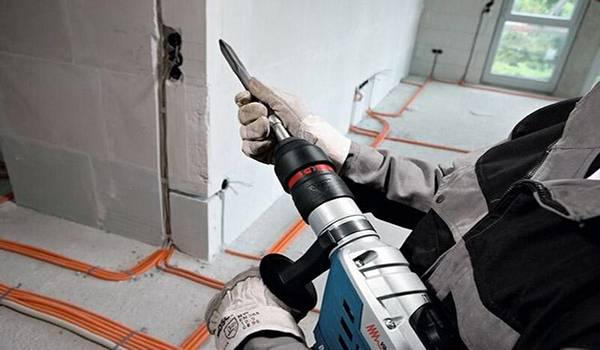 Как проштробить стену под проводку перфоратором - клуб мастеров