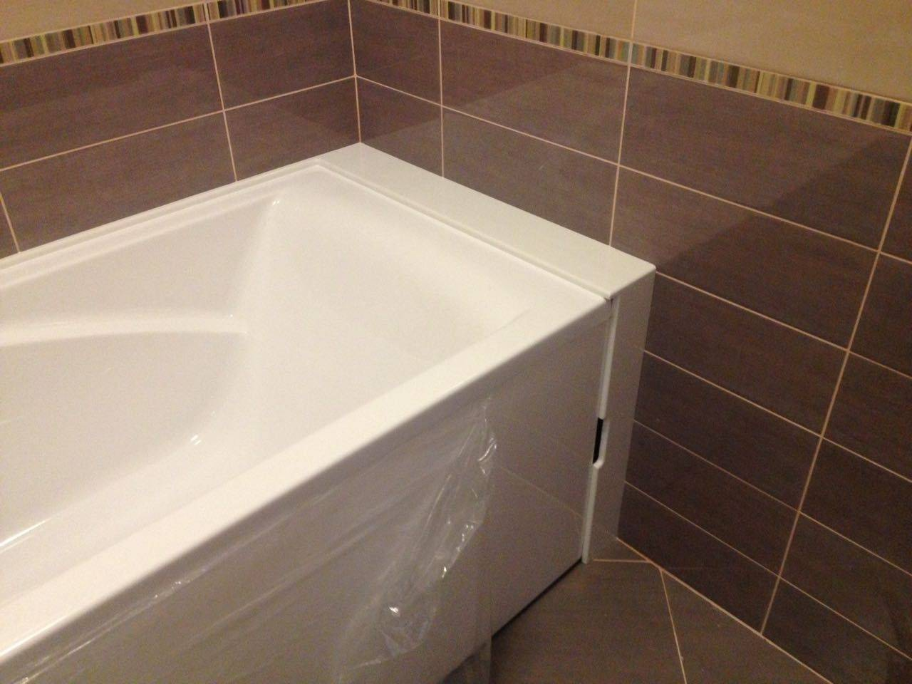 Как закрыть большой зазор между ванной и стеной