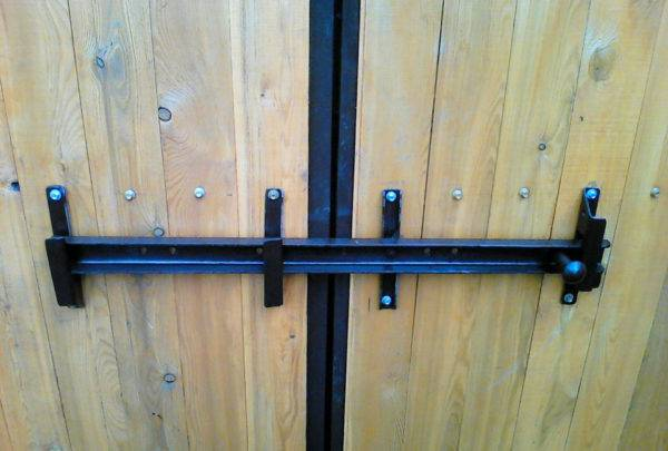 Засовы для распашных ворот - всё о воротах и заборе
