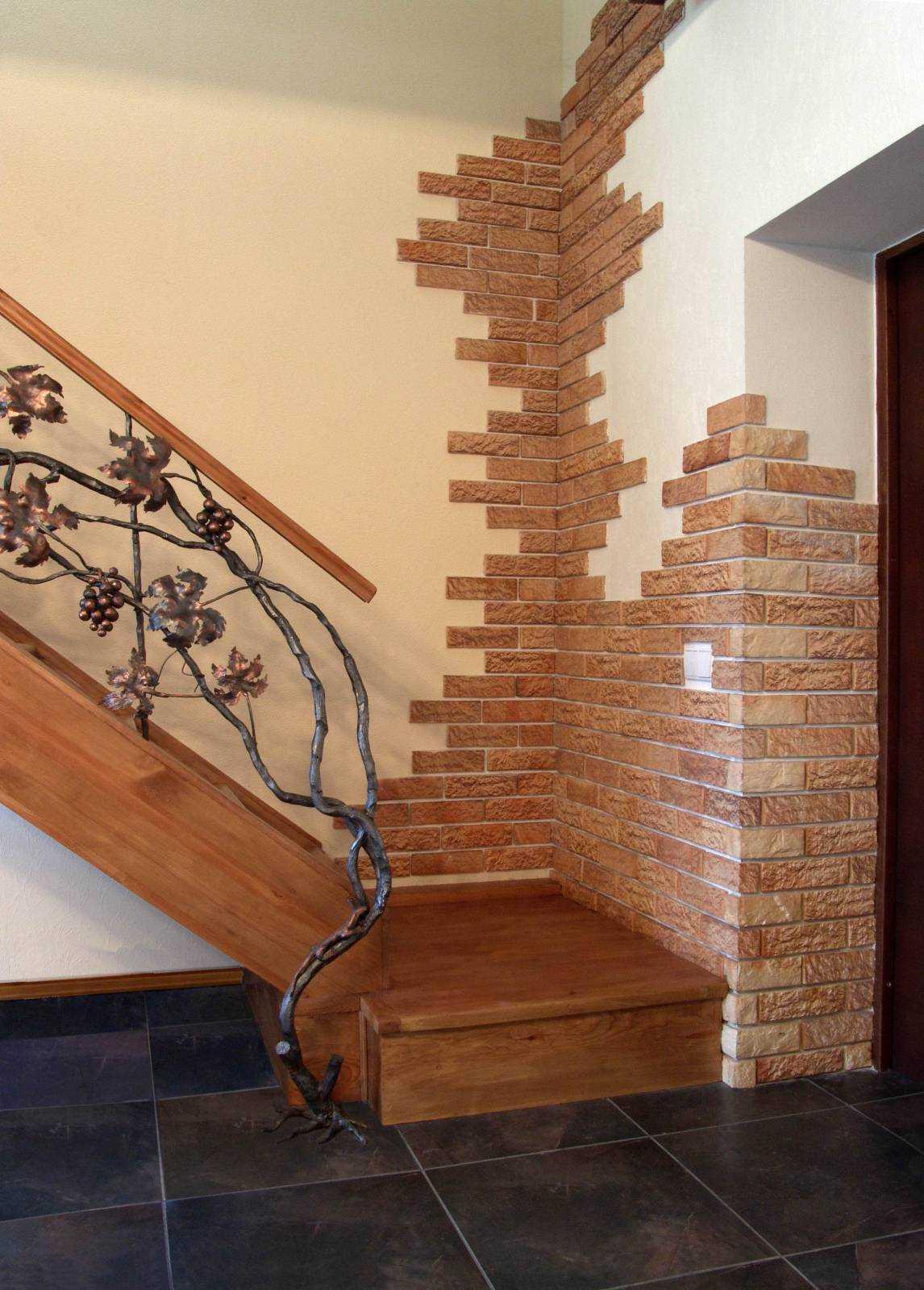 Укладка декоративного кирпича на стену в квартире: как и на что клеить такую отделку