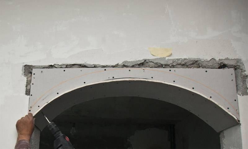 Как согнуть гипсокартон для арки полукругом в домашних условиях (видео) и что такое арочный гкл