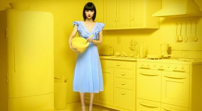 Как навести порядок в гардеробной: полезные идеи, которые сэкономят вам место