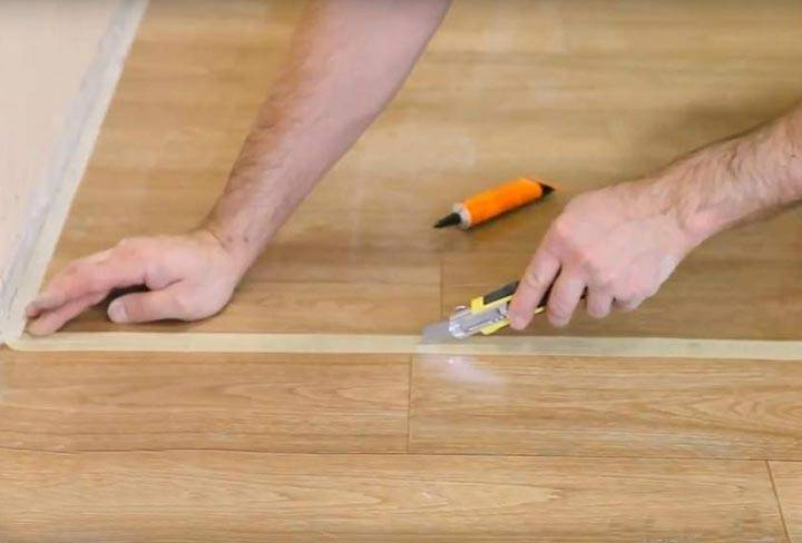 Холодная сварка для линолеума: пошаговая инструкция, как правильно пользоваться для стыковки швов и каким способом их можно незаметно склеить, возможность приклеить этим способом стыки с помощью клея