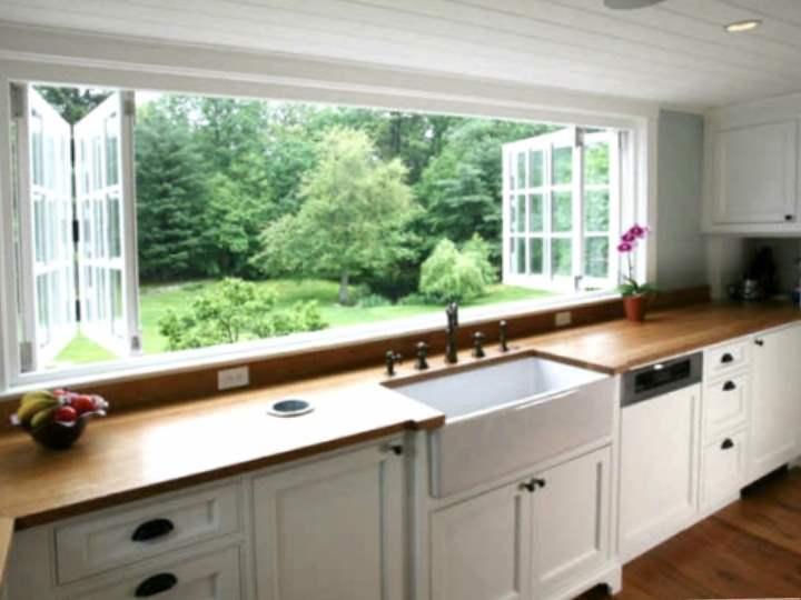 Кухни с мойкой у окна (38 фото): дизайн кухни с раковиной в подоконнике у окна, плюсы и минусы кухонь с мойками возле окна. примеры интерьеров