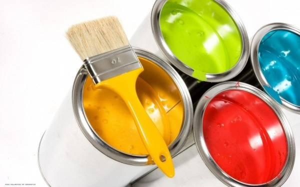 Чем отличается акриловая краска от водоэмульсионной: что лучше, наносить ли одну на другую