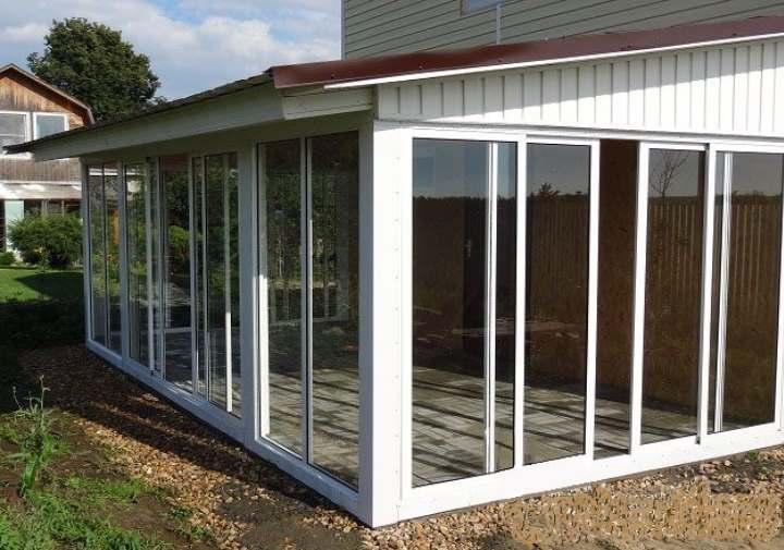 Как застеклить веранду на даче поликарбонатом или стеклами с открывающимися окнами и Фото