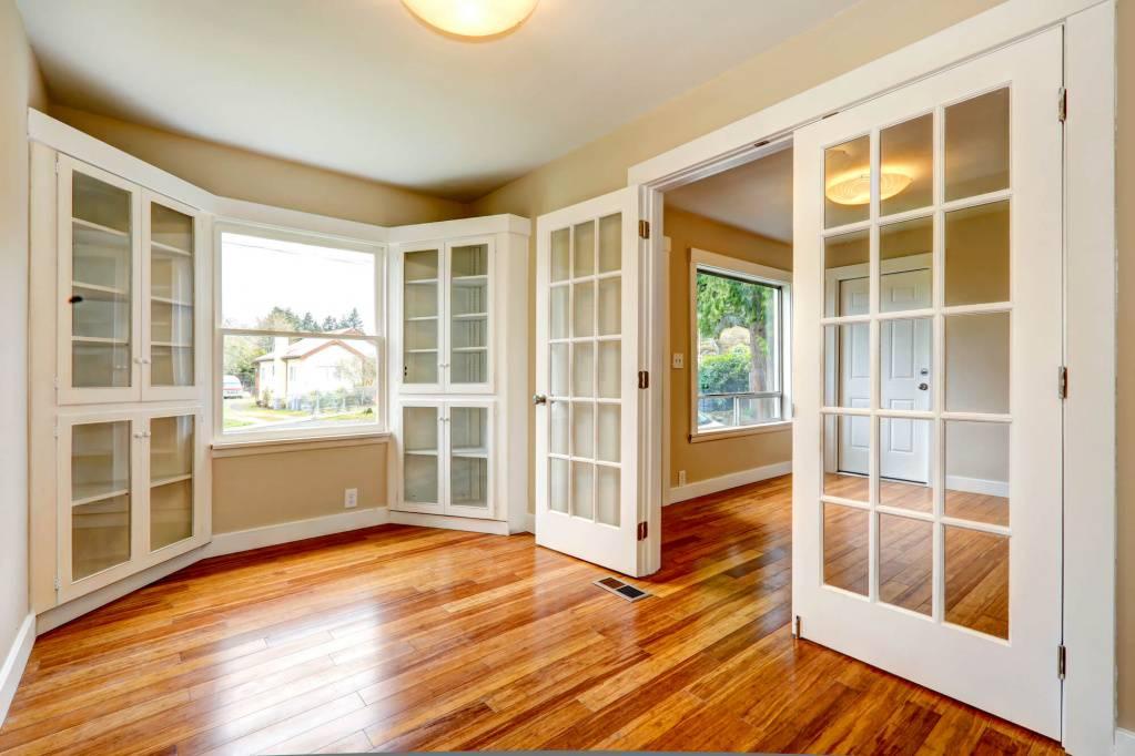 Межкомнатные двери экономкласса. как выбрать дешевую качественную дверь и где ее можно купить в москве?