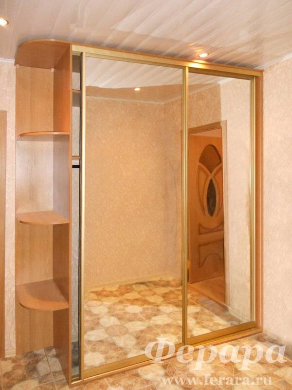 Шкафы с зеркалом (35 фото): черный зеркальный вариант в спальню, модели для одежды с зеркальными дверями, распашные и купе, за и против