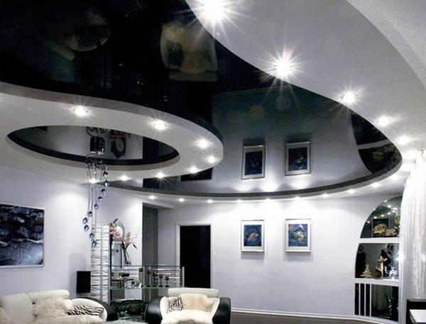 Черный потолок в интерьере гостиной: применение, фото
