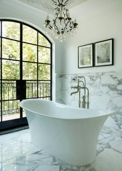 Какую ванну лучше купить — акриловую или чугунную?