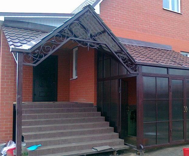 Козырек над входом (54 фото) — красивые варианты для частного дома