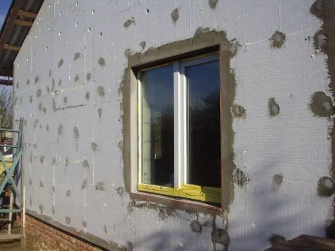 Утепление стен пенопластом снаружи своими руками, как произвести работы, толщина материала, технология