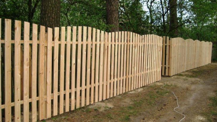 Как правильно установить забор на участке своими руками: фото, видео монтажа и установки ограждения