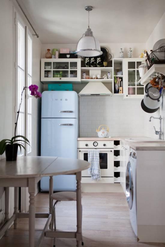 Холодильник рядом с плитой и др. «теплой» техникой – это возможно? (30 фото)