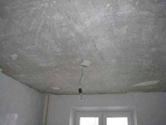 Как удалить старую побелку с потолка - различные способы.
