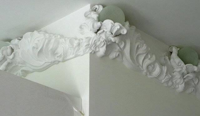 Лепнина из полиуретана (57 фото): монтаж декоративного лепного декора из пенополиуретана, краска для лепнины, примеры лепнины на стенах в интерьере
