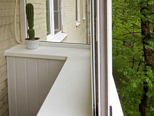 Как сделать подоконник на балконе своими руками?