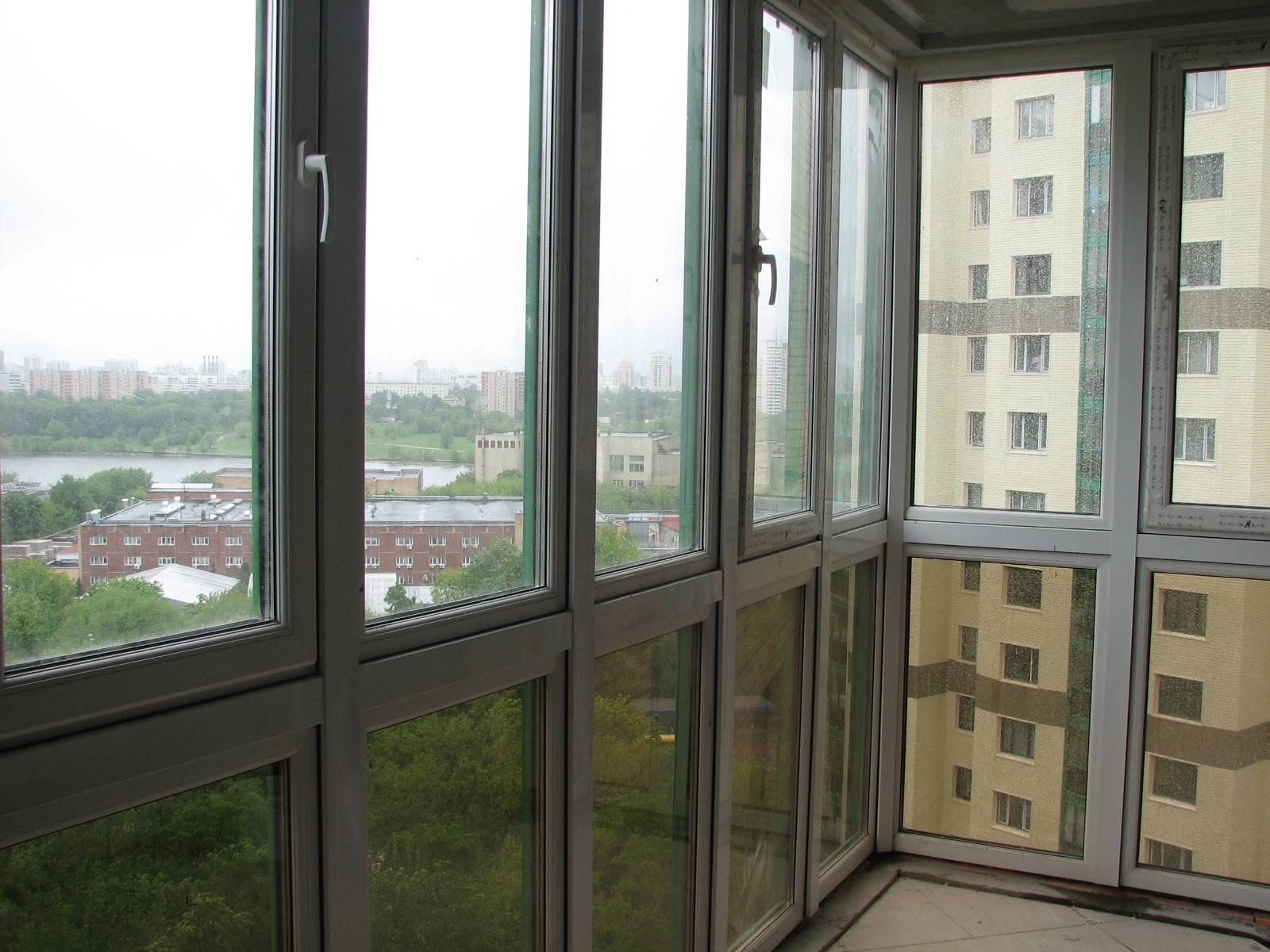 Современные решения в оформлении выхода на балкон