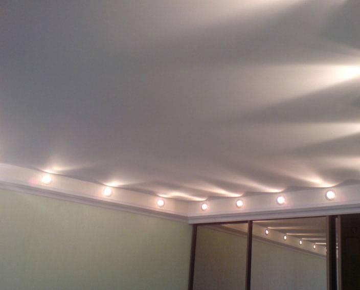 Какой натяжной потолок лучше: матовый, глянцевый или сатиновый? разница, таблица плюсов и минусов, видео