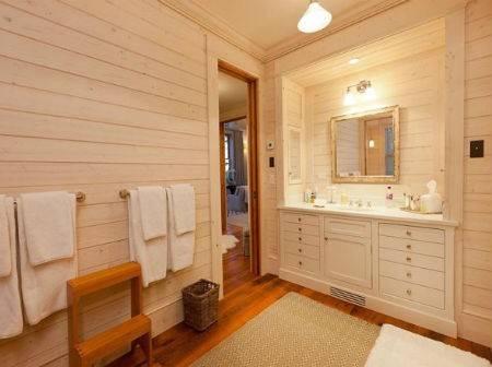 Дерево в ванной: условия эксплуатации и правильная обработка древесины