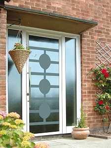 """Раздвижные уличные стеклянные двери – стеклянные входные модели для частного дома, наружные двери на улицу из стеклокомпозита, гармошка и подвесные – """"строим дом"""" – строительство и ремонт домов под ключ"""