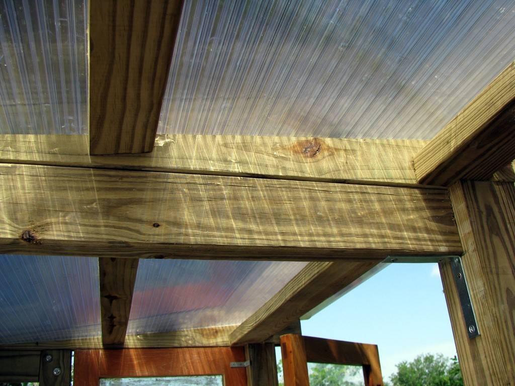 Как и чем правильно крепить листы поликарбоната к деревянному каркасу